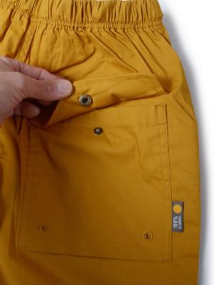 ポケットは全てスナップボタン付き