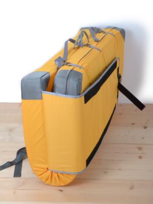 折り畳み時はストラップカバーで底部がカバーされる為荷物も落ちにくい