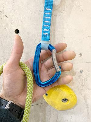 この商品はスリングの長さ12cm・17cmのバリエーションがございます。