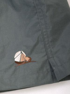 ボルダーを表現したオリジナルアイコン刺繍