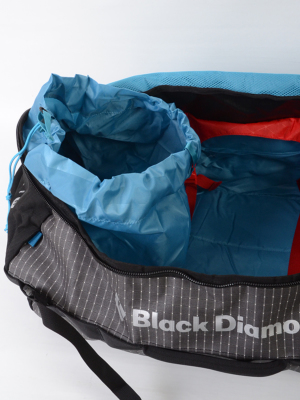 汚れた衣服の収納に適したダートバッグストレージシステムを内蔵。