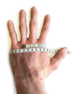 グローブサイズの測り方(手の甲全周を測ります)