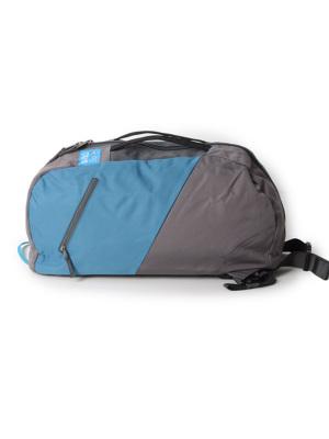 内部のジッパー付きポケット