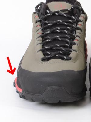 小指側底面が広く作られたソールは足のねじれを抑え安定性が素晴らしい。